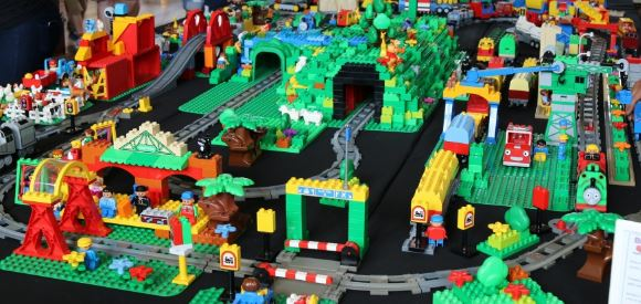 Brickvention-2015-Giant-Duplo-City.jpg